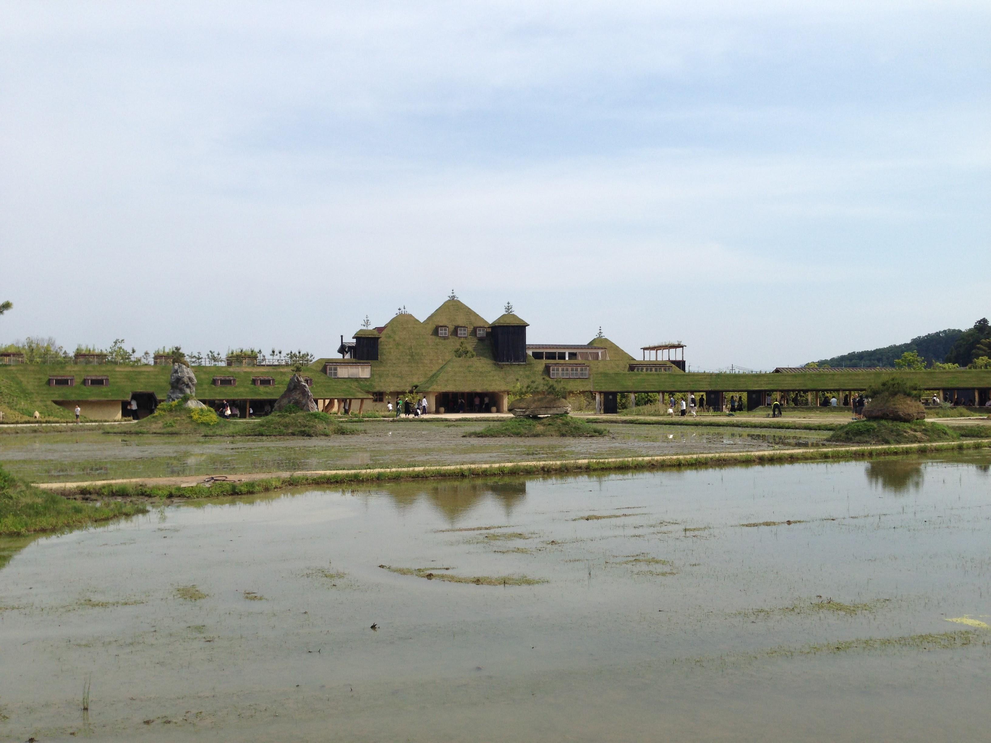 ラコリーナ近江八幡に縄文建築